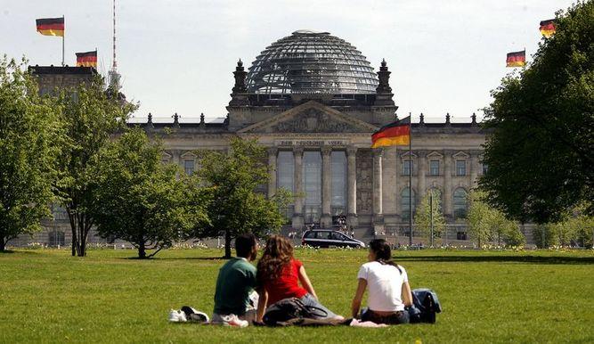Pause vor dem Reichstag