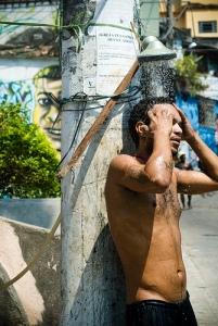 Ducha en la favela