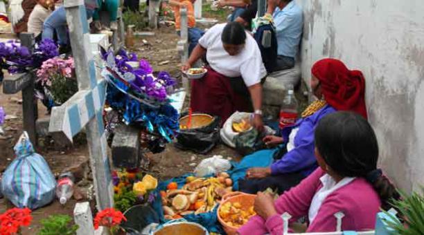 Comida en cementerio Ecuador